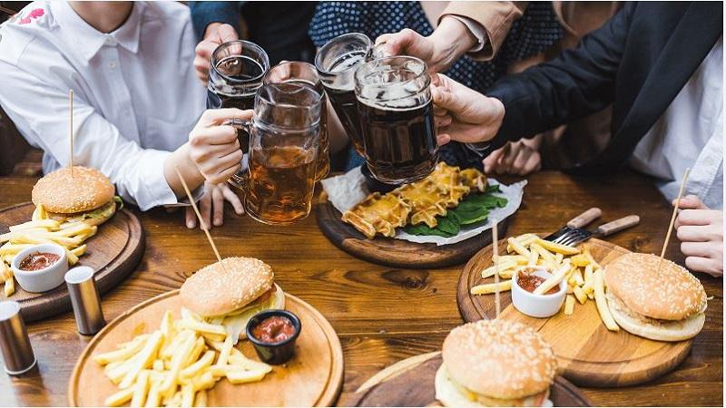 Không nên uống đồ có ga và ăn thức ăn nhanh